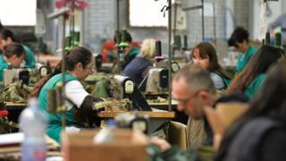 žene u fabrici tekstila