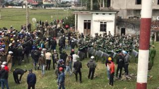 Linh mục Nguyễn Đức Nhân ước lượng khoảng 100 cảnh sát cơ động đã được điều động đến