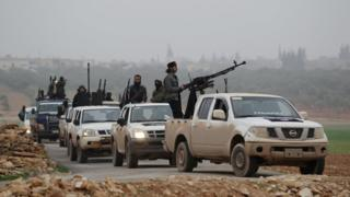 Nusra Cephesi militanları İdlib'i turluyor (Arşiv fotoğraf)
