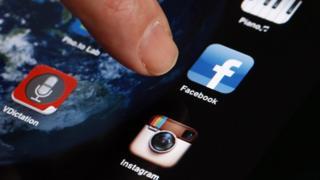 """تطبيقات وسائل التواصل الاجتماعي تعمل """"عمدا"""" على أن يدمنها المستخدمون"""