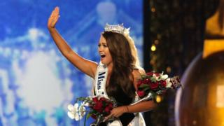 Newly crowned Miss America 2018 (Miss North Dakota 2017) Cara Mund celebrates during the 2018 Miss America Competition Show