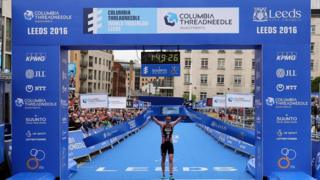 Alistair Brownlee wins World Triathlon Series in Leeds