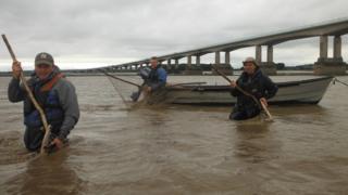 Black Rock Lave Net Fishery fishermen in the Severn Estuary