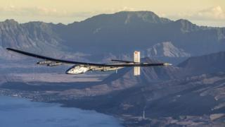 Solar Impulse 2 glides over the Hawaii mountains