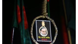 Инсталляция на демонстрации в Дхаке