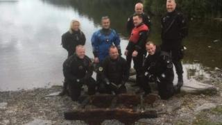 Divers with the wagon