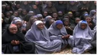 Le Président Buhari promet de libérer toutes les filles de Chibok