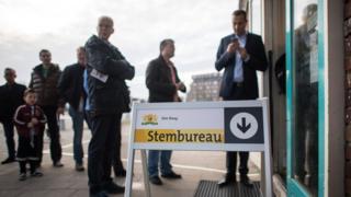 هولنديون في انتظار الإدلاء بأصواتهم في الانتخابات العامة التي تجريها البلاد