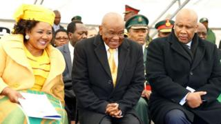 Thomas Thabane (centre) attends his inauguration in 2017 with Maesaiah Thabane, while King Letsie III looks on
