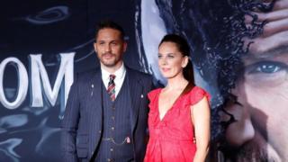 汤姆·哈迪和编剧凯莉·玛赛尔2018年10月1日 在洛杉矶出席电影首映式