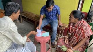 জাতীয় নাগরিক পঞ্জী নিয়ে আতঙ্ক রয়েছে পশ্চিমবঙ্গের অনেক মানুষের মধ্যে