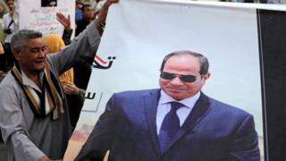 معصوم مرزوق طرح مبادرة تقضي بالاستفتاء على استمرار النظام الحالي في مصر