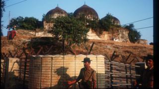 তখনও অক্ষত ছিল বাবরি মসজিদ। অক্টোবর ১৯৯০