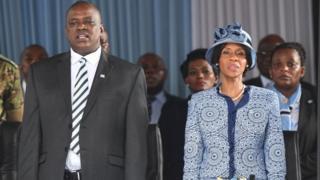 Le nouveau président du Botswana Mokgweetsi Masisi et sa femme Neo Masisi.