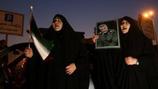 伊朗街頭悼念蘇萊曼尼的婦女