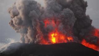 El volcán Santiaguito de Guatemala haciendo erupción en 2009.
