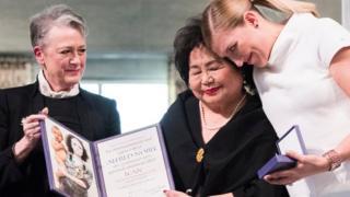 """节子是1945年广岛原子弹轰炸的幸存者之一,12月10日,她与""""国际废除核武器运动""""(ICAN)的行政总监菲恩一起在挪威奥斯陆领取2017年诺贝尔和平奖。"""