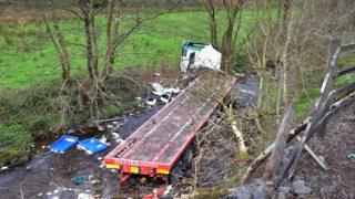 The chicken lorry crashed into a river