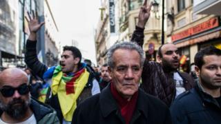 Ahmed Zefzafi (C), le père de l'activiste politique Nasser Zefzafi, leader du mouvement de protestation du Rif.