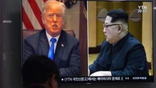ઉત્તર કોરિયાની ટીવી સ્ક્રીન પર ડોનાલ્ડ ટ્રમ્પ અને કિમ જોંગ ઉનની તસવીર