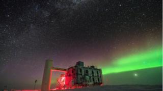 La sede de IceCube, construida en Antártida.