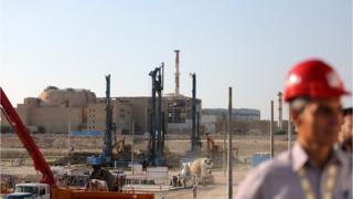 İran, ABD yaptırımlarından sonra nükleer yükümlülüklerini askıya aldığını açıkladı. Fotorğafta, inşaatı devam eden Buşehr'deki nükleer santral gözüküyor