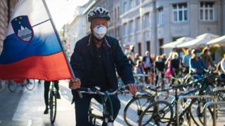 Slovenia cyclists hold anti-government protest thumbnail