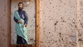 Ппострадавшая от взрыва церковь Святого Себастьяна в Негомбо