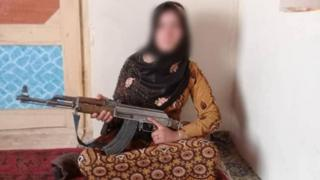 Picture of the Afghan girl with a weapon