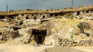 Məymənd mağara kəndi, İran