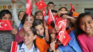 Syrian children in their Turkish class