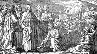 در انجیل آمده است که حضرت عیسی با پنج عدد نان و ماهی جمعیتی حدود پنج هزار نفر را غذا داد