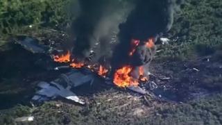 Les débris de l'avion de transport du corps des Marines américains écrasé dans le Mississipi