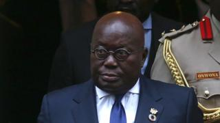 Ghana President Nana Akufo-Addo as ei dey leave 10 Downing Street for central London November 20, 2017, after ei meet Britain Prime Minister Theresa May