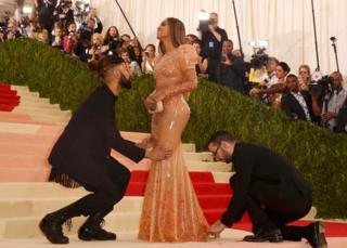 Singer-songwriter Beyonce Knowles arrives at the Met Ball