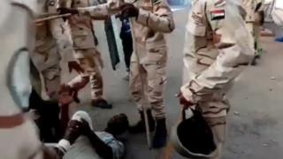 eylemci döven askerler