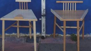 kişilər üçün stul dizayn edilib, kişilərin oturuşu