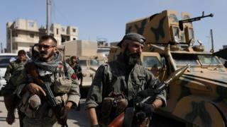 أفراد من قوات حماية الشعب الكردية