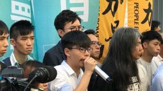 """香港众志的领袖人物黄之锋表示,香港的""""一国两制""""已全消失。"""