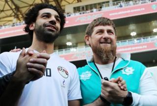 Салах и Кадыров на тренировке сборной Египта