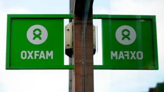 Вывеска на магазине Oxfam