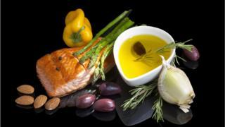 Рыба, овощи, чеснок, оливковое масло