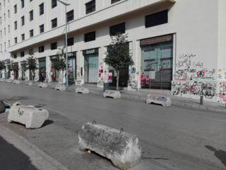 كتابات ورسومات على الجدران، تُظهر تراكم المطالب الأساسية لدى اللبنانيين