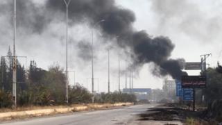صورة دخان يتصاعد من المناطق التي قصفت في غرب حلب