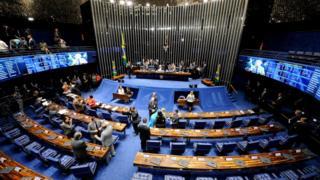 Atrasos e debates acalourados marcaram primeiro dia da etapa final do processo de impeachment