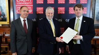 The university was presented with the royal warrant by the minister for the constitution, Chris Skidmore together with UK government minister in Wales Lord Bourne.
