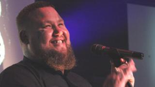 Rag'n'Bone Man surprises 600 Gorleston gig-goers
