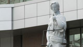 Скульптура на тему правосуддя