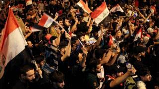 متظاهرون عراقيون في ساحة التحرير ببغداد