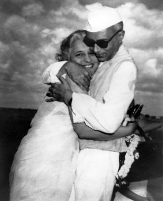 Mr Nehru iyo walaashiis Vijayalaxmi Pandit